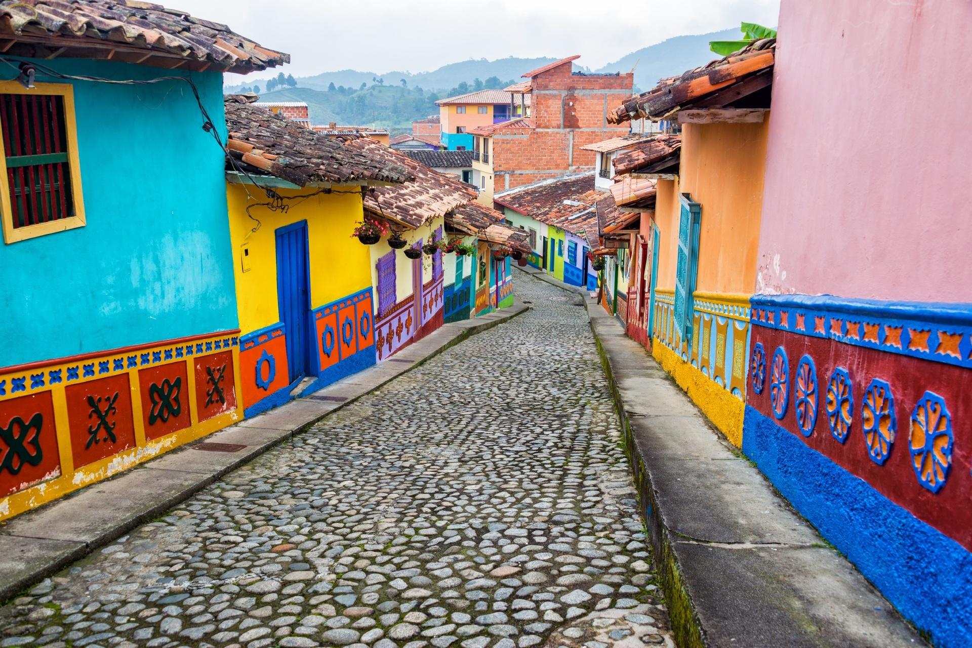 グアタペの町並み カラフルな家々 コロンビアの風景