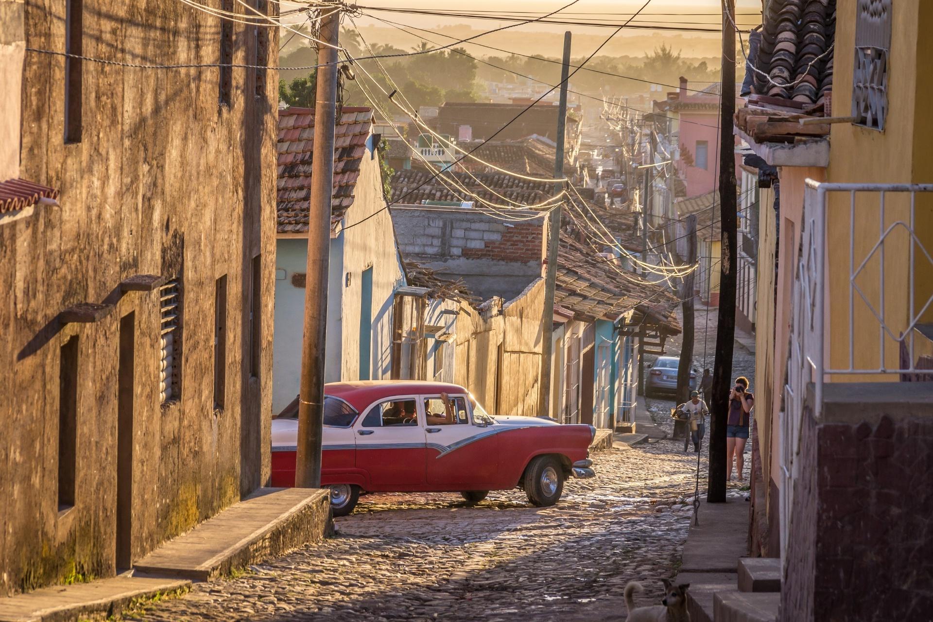 夕暮れのトリニダードの町並み キューバの風景