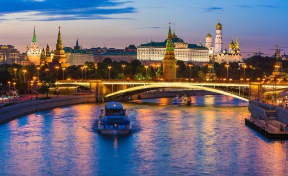 クレムリンとモスクワ川 モスクワの夜景 ロシアの風景