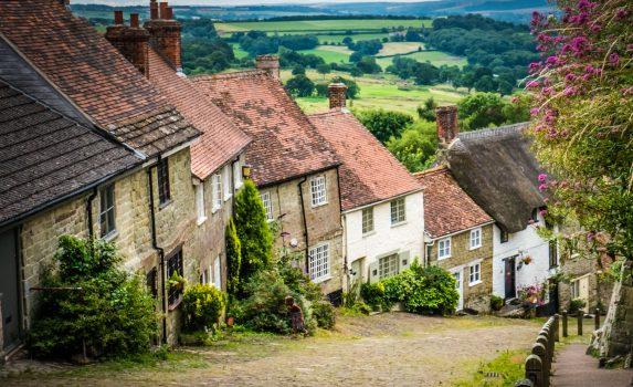ライムストーンの古い家々が並ぶ風景 イギリスの風景