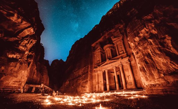 夜のペトラ遺跡の風景 ヨルダンの風景