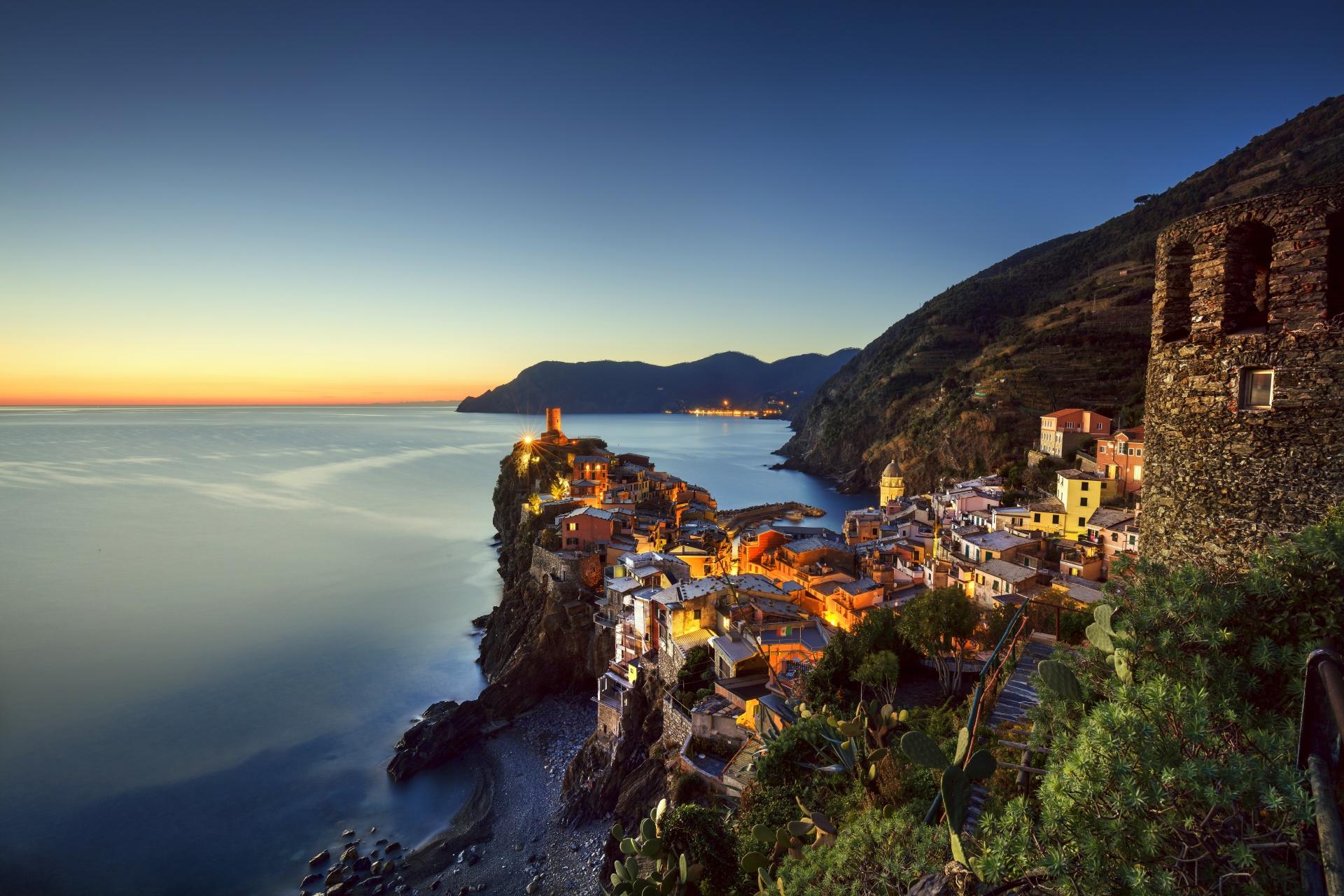 夕暮れのヴェルナッツァ イタリアの風景