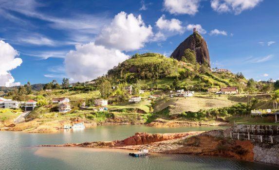 ペニョルの巨大岩の風景 コロンビアの風景