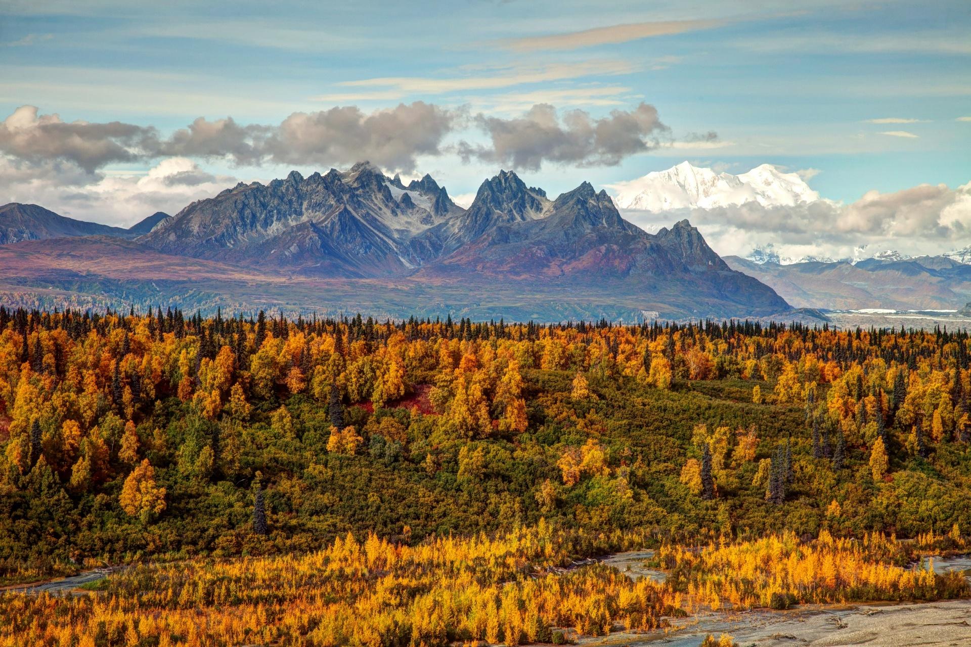 秋のアラスカの風景 アメリカの風景
