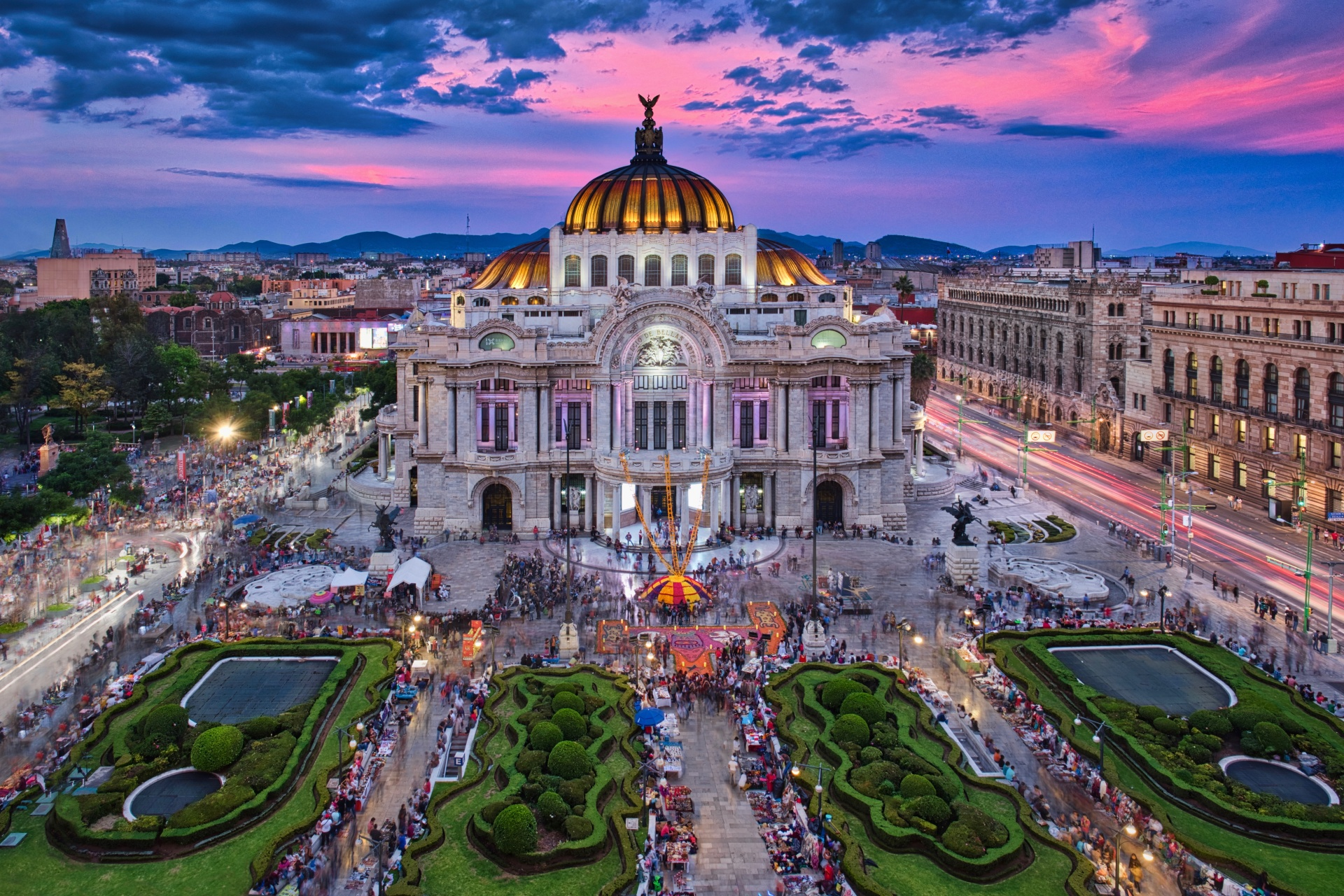 夕暮れ時のオペラ・ハウス ベジャス・アルテス宮殿 メキシコの風景