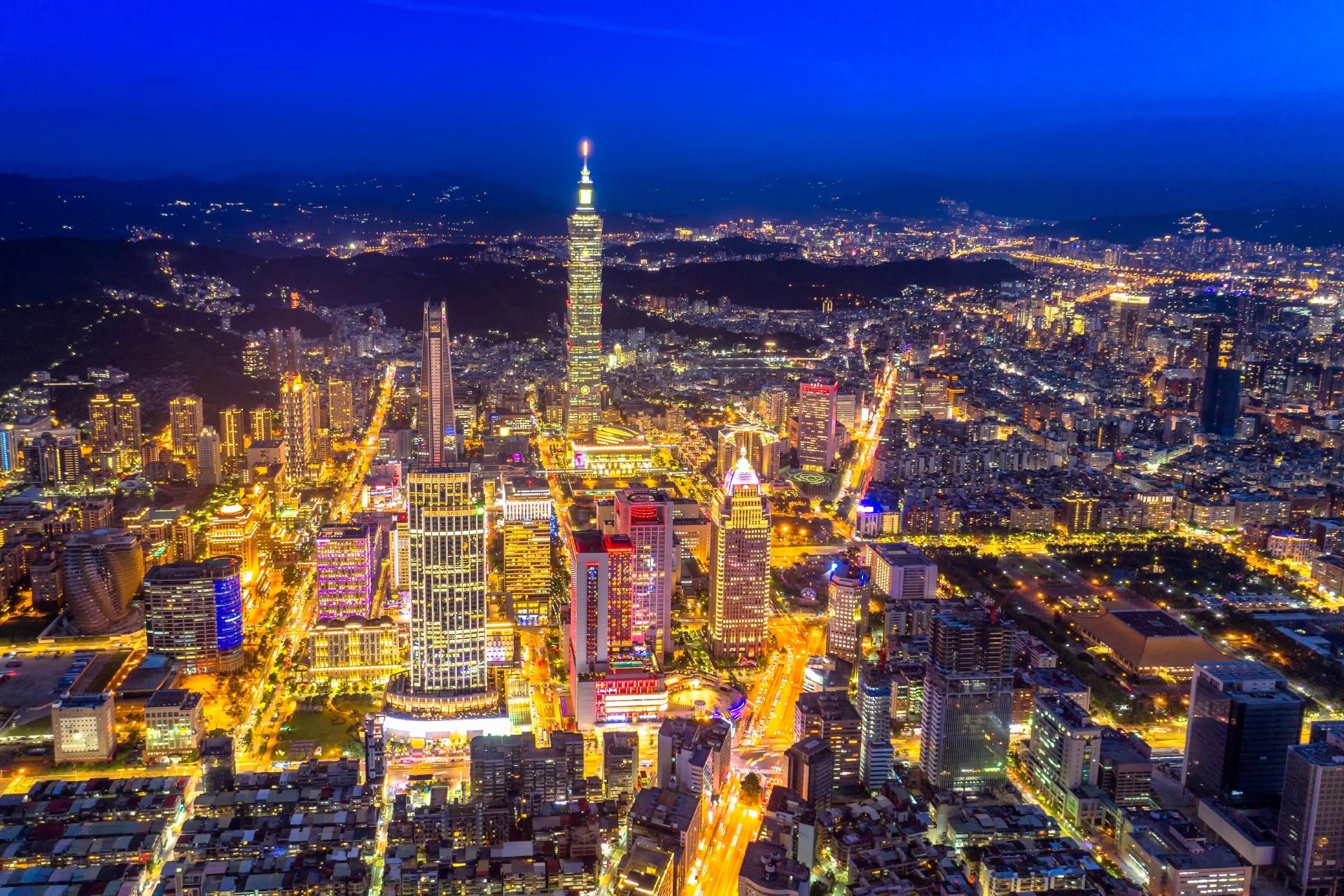 夜の台北のダウンタウン 台湾の風景
