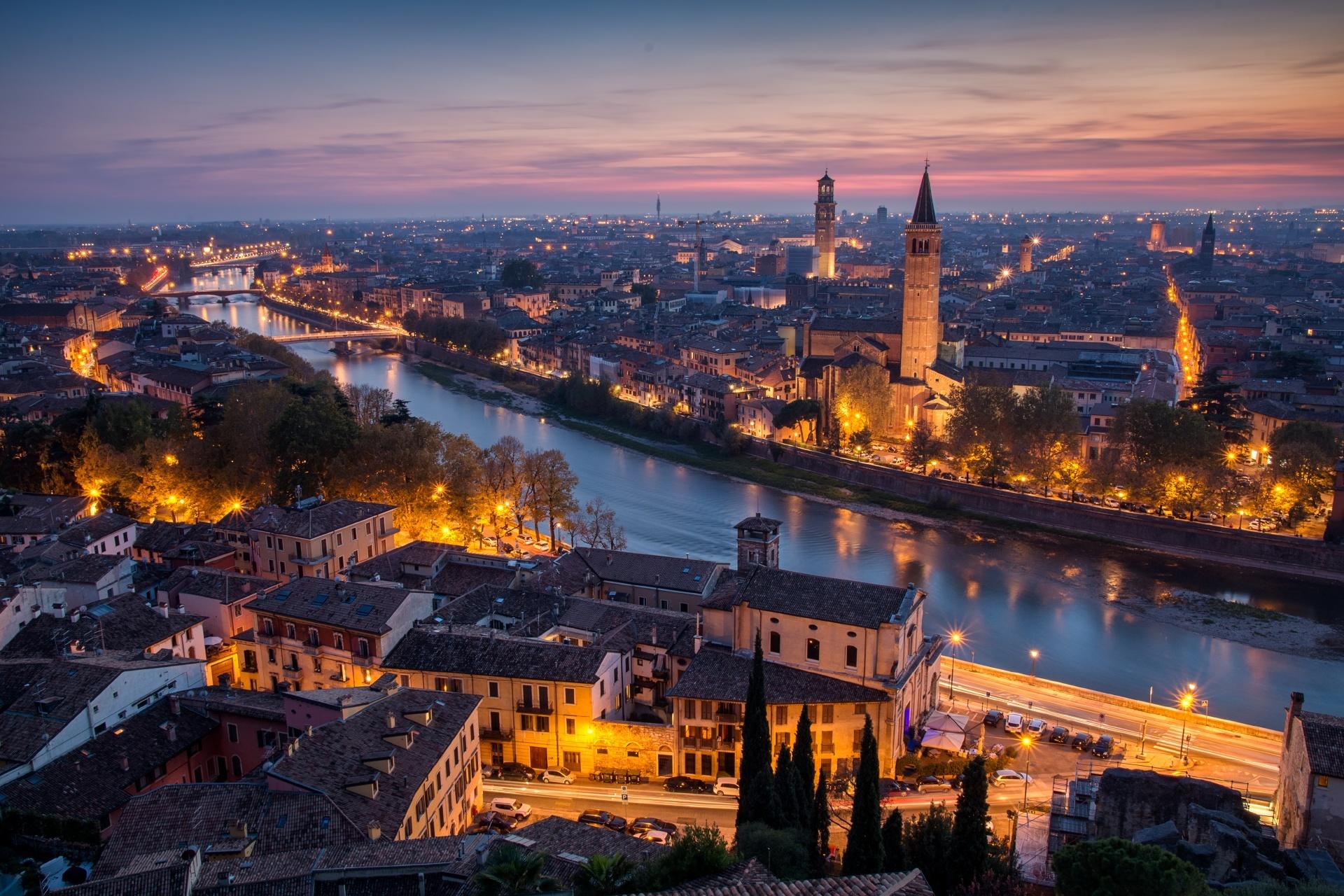 ヴェローナの秋の夕暮れの風景 イタリアの風景