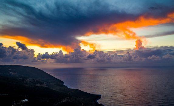 秋の嵐の夕暮れ ザキントス島 ギリシャの風景