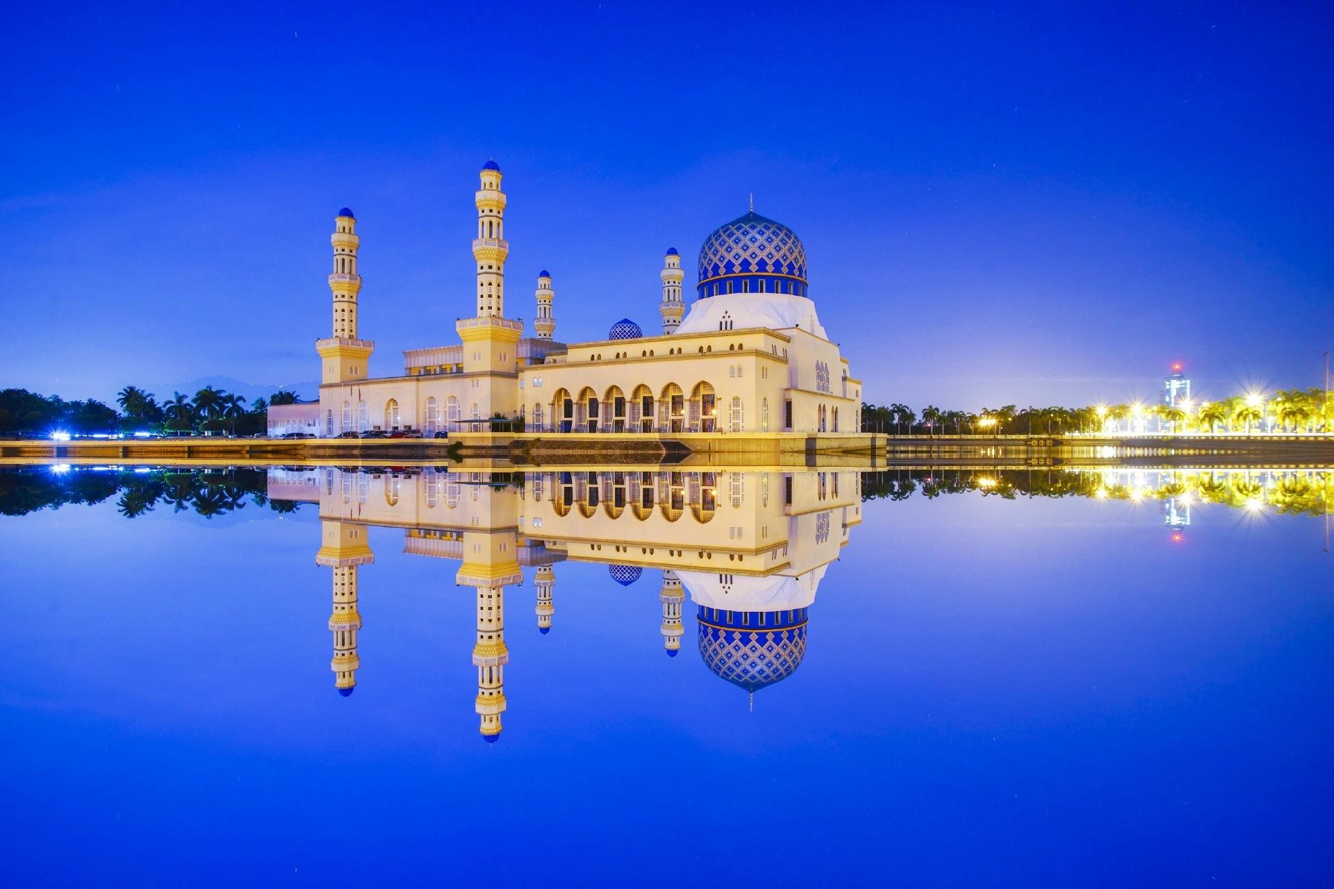 コタキナバルのブルーアワーの風景 マレーシアの風景