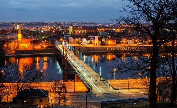 カナウス 夕暮れの旧市街 リトアニアの風景