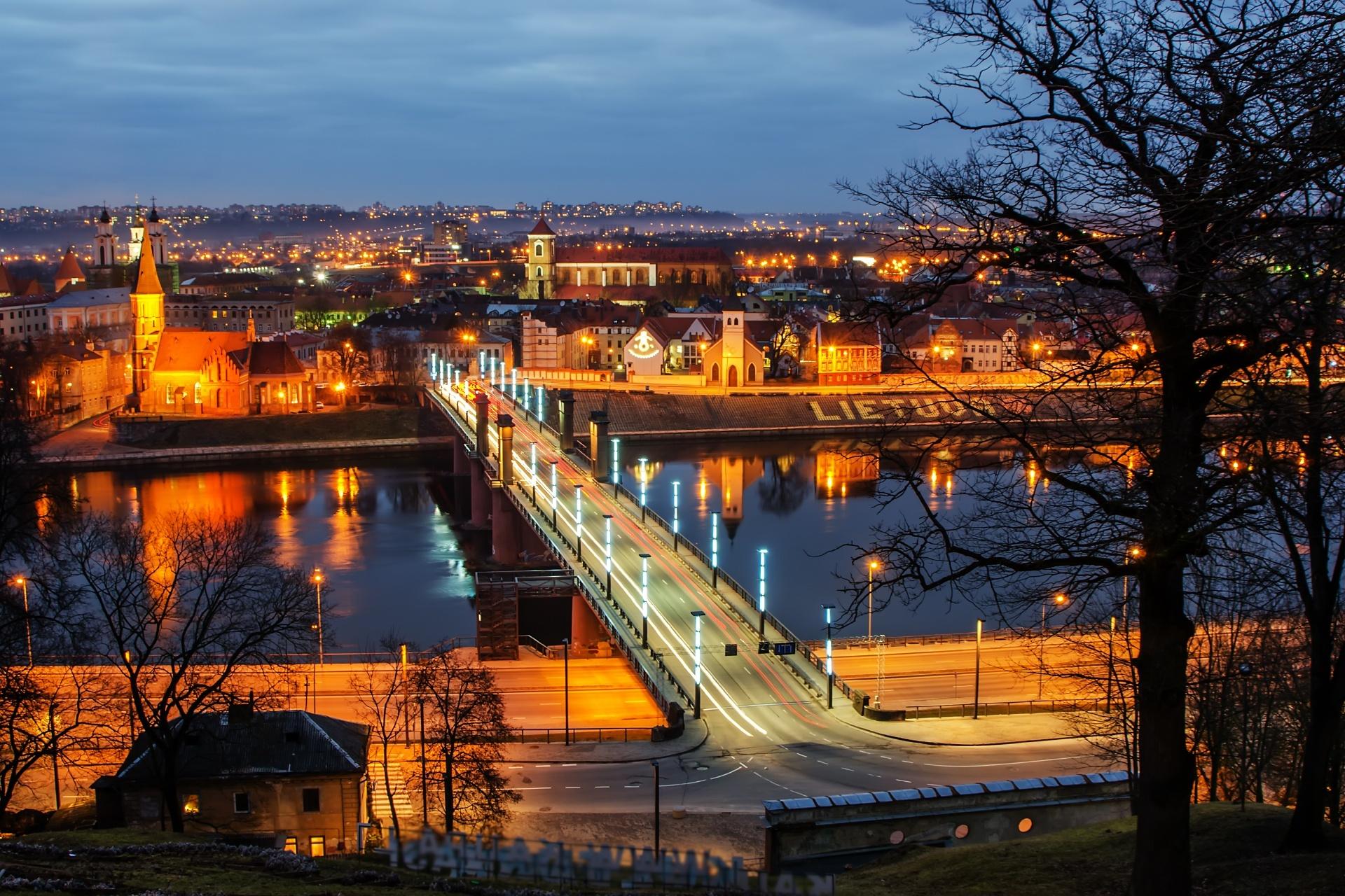 カウナス 夕暮れの旧市街 リトアニアの風景