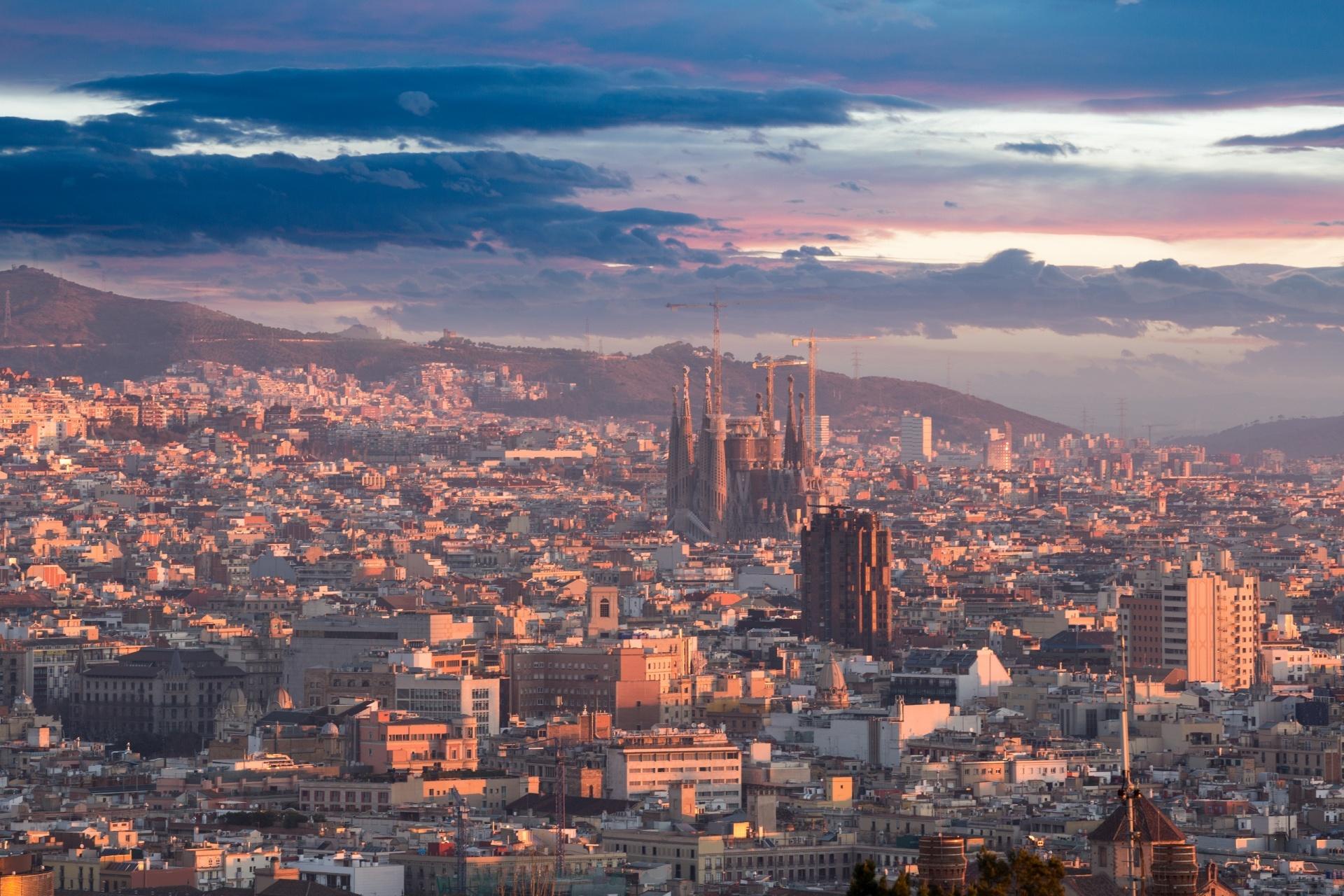 モンジュイックから見る朝のバルセロナの風景 スペインの風景