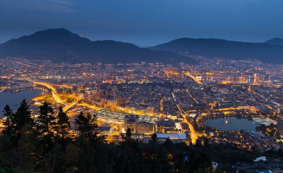 夜のベルゲンの風景 ノルウェーの風景