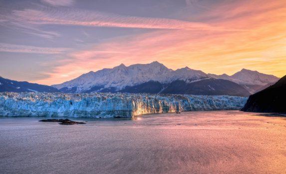 ハバード氷河の日の出 アラスカの風景