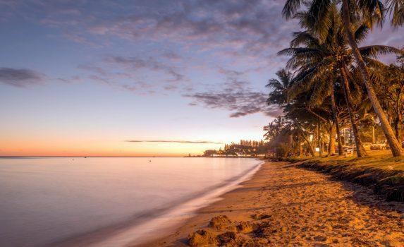 夕暮れの砂浜の風景 ニューカレドニアの風景