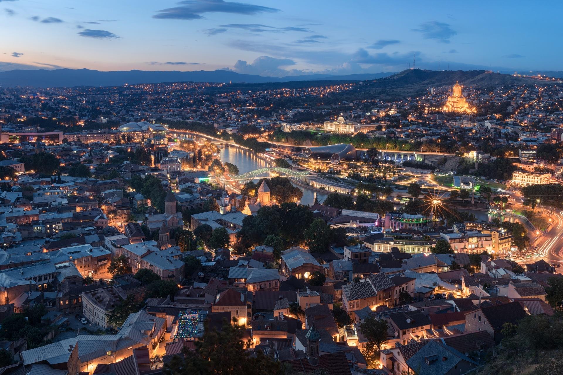 夕暮れのトビリシ ジョージアの風景