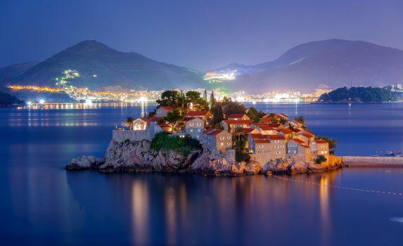夜のスヴェティ・ステファンの風景 モンテネグロの風景