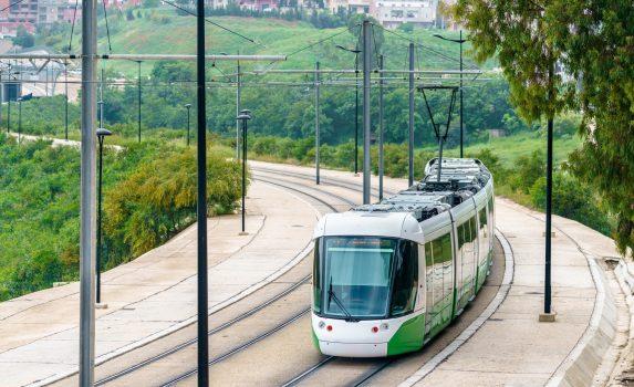 路面電車の行く風景 コンスタンティーヌ アルジェリアの風景