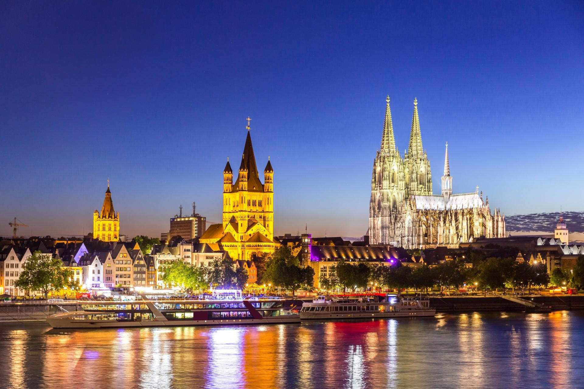夜のケルン大聖堂 ドイツの風景