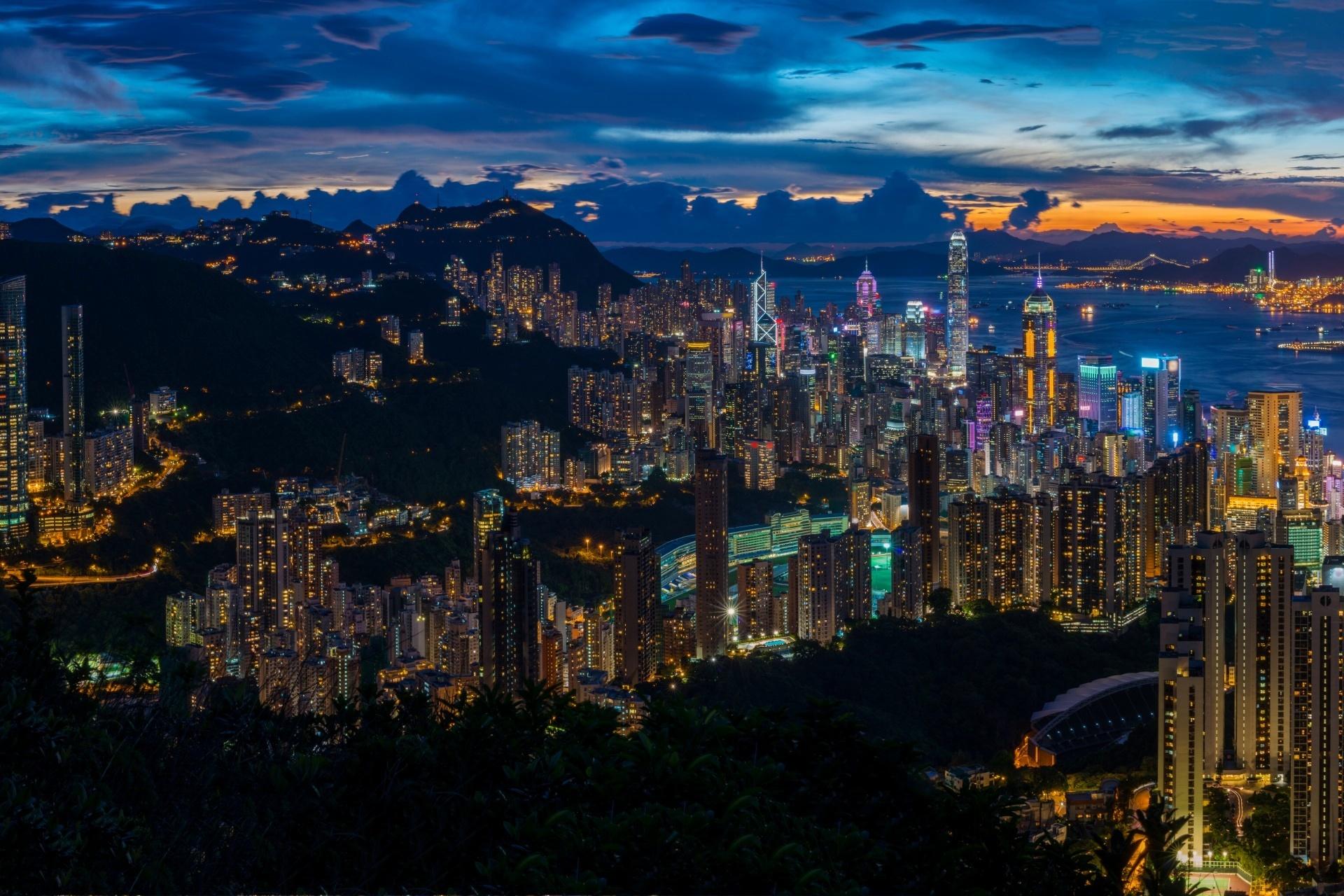 夕暮れの香港のパノラマ風景