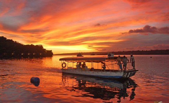 夕暮れのポートビラ バヌアツの風景