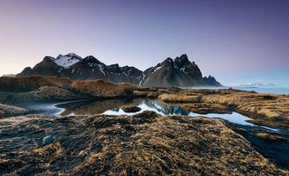 朝のベストラホーン山と浜辺の風景 アイスランドの風景