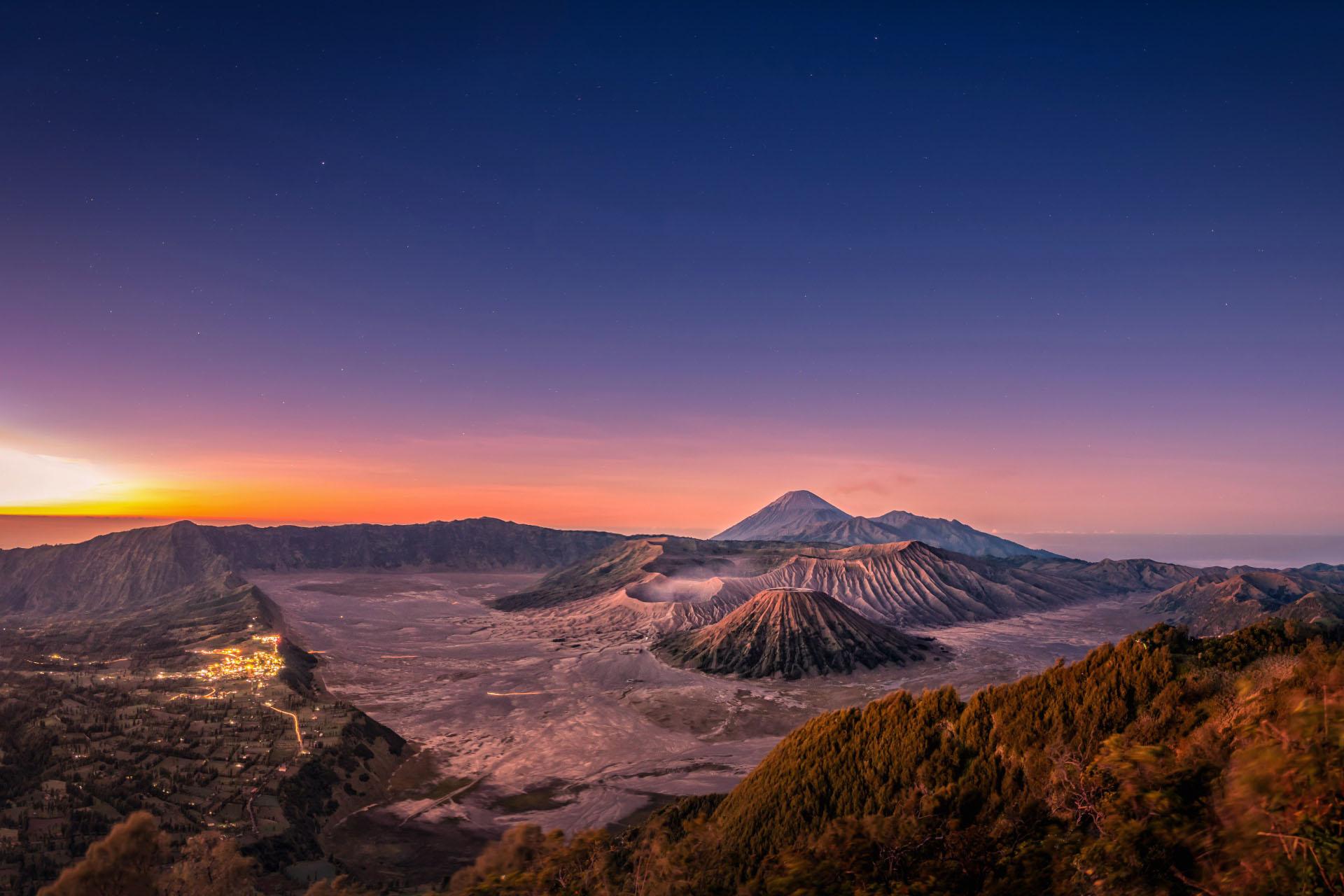 夜明けのブロモ・テンゲル・スメル国立公園 インドネシアの風景