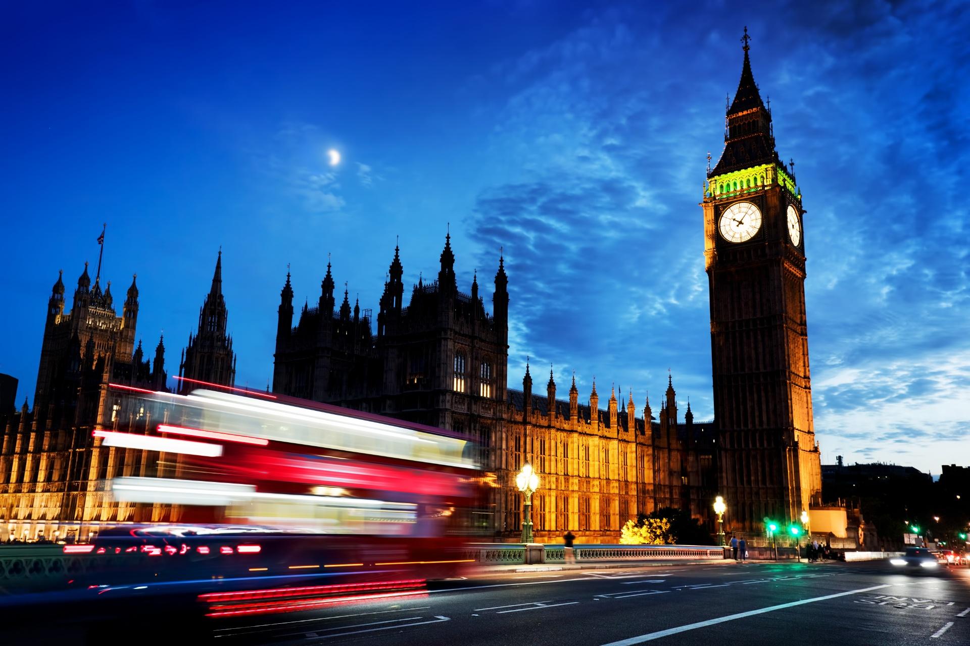 夜のビッグベンとウェストミンスター宮殿 ロンドンの風景