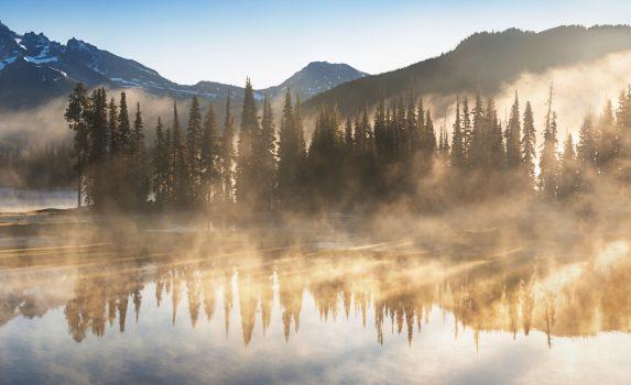 カスケード山脈と日の出のスパークス湖 アメリカの風景
