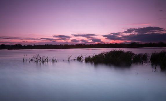 夕暮れ時の川の風景 スウェーデンの風景