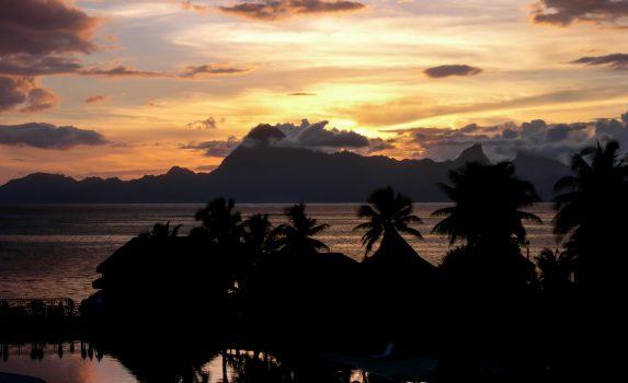 パペーテの夕暮れ タヒチの風景