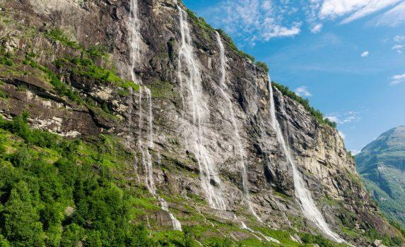 セブン・シスターズの滝 ガイランゲル ノルウェーの風景