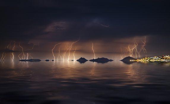 夜のエーゲ海 雷の風景