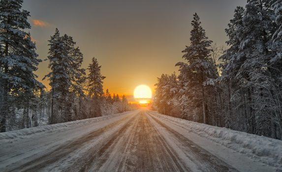 冬のラップランドの夕日 フィンランドの風景