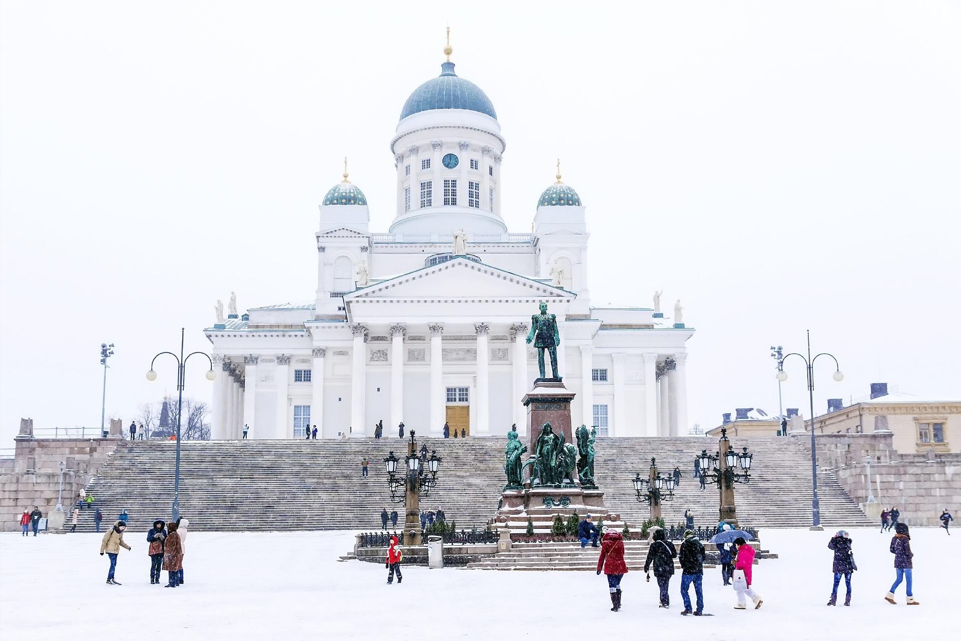 冬のヘルシンキ大聖堂とヘルシンキ元老院広場 フィンランドの風景