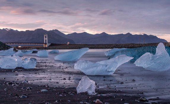 朝のヨークルスアゥルロゥン アイスランドの風景