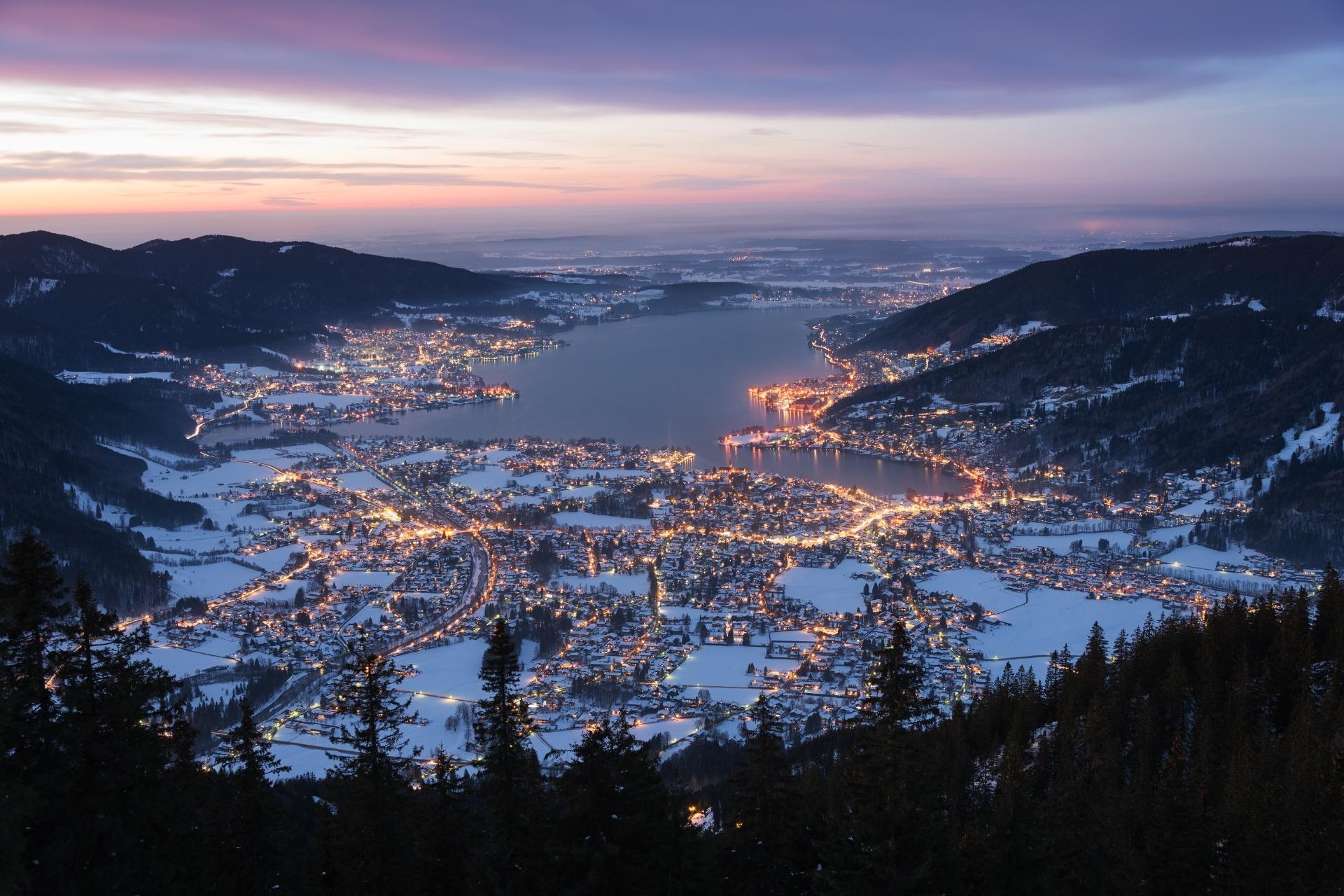 冬の夕暮れのテーゲルン湖 ドイツの風景