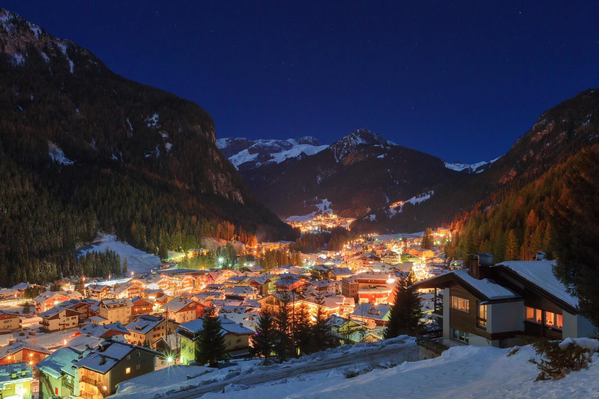 冬の夜のアルプスの風景 イタリアの風景