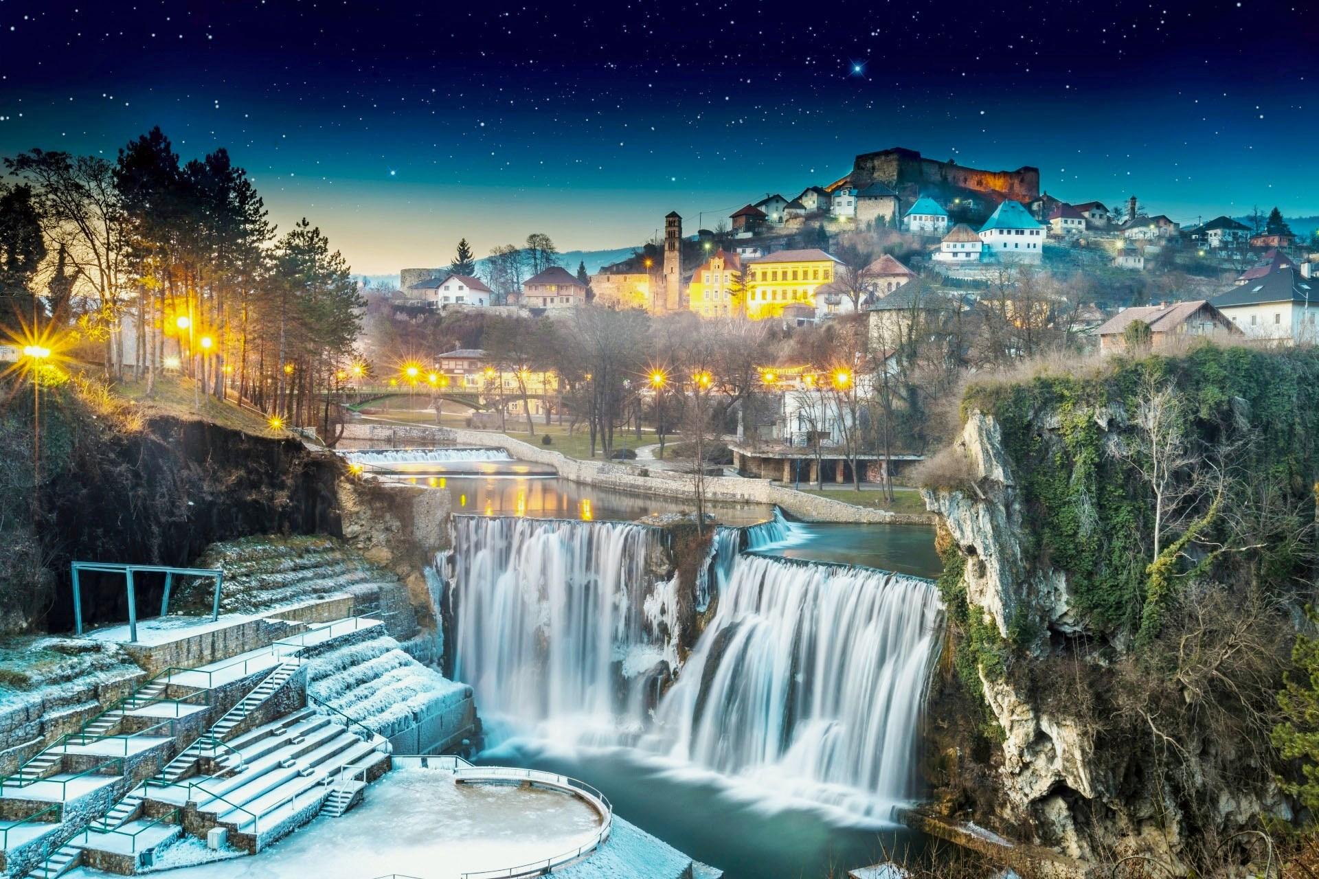 冬のヤイツェの旧市街 ボスニア・ヘルツェゴビナの風景