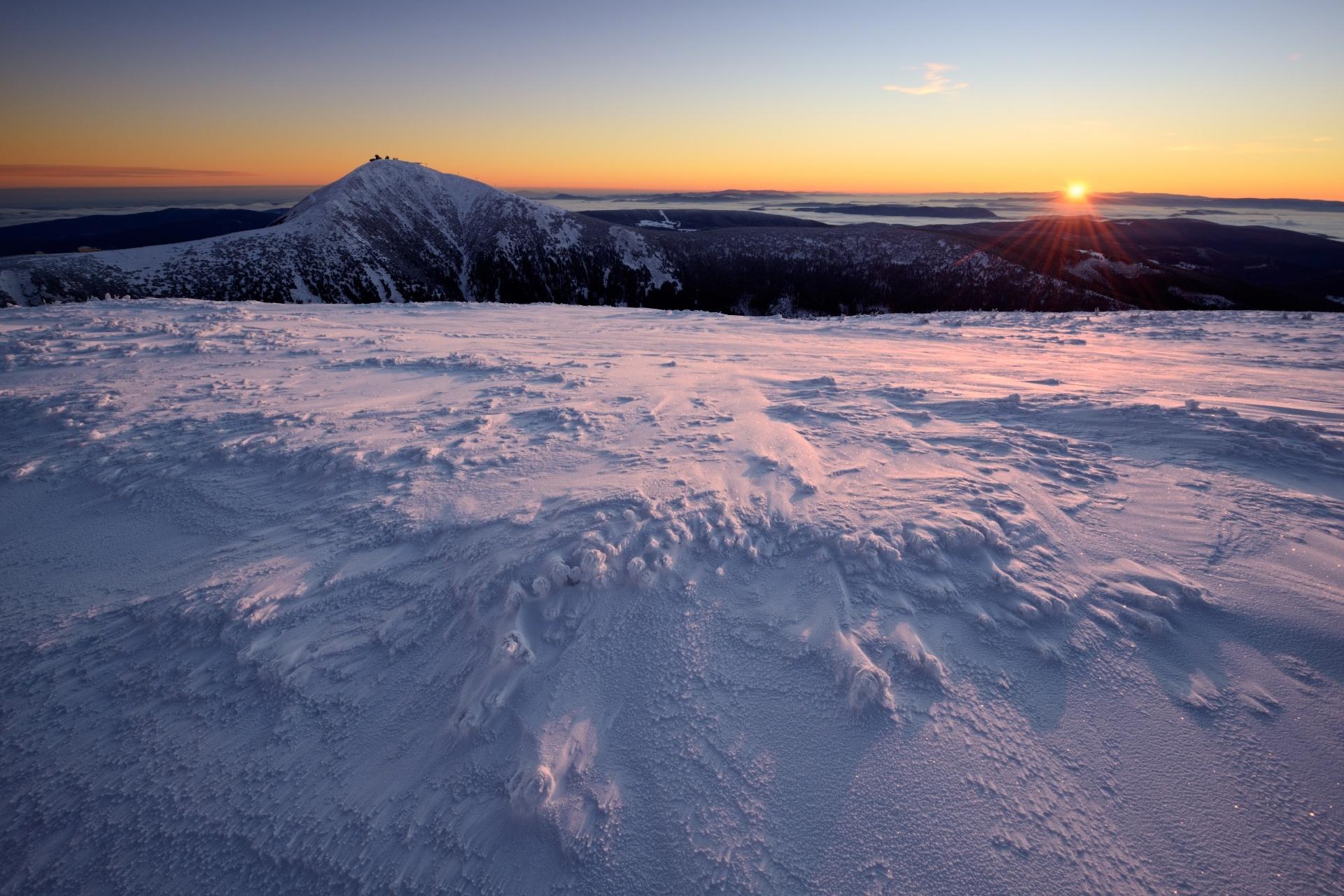 雪山の日の出 チェコの風景