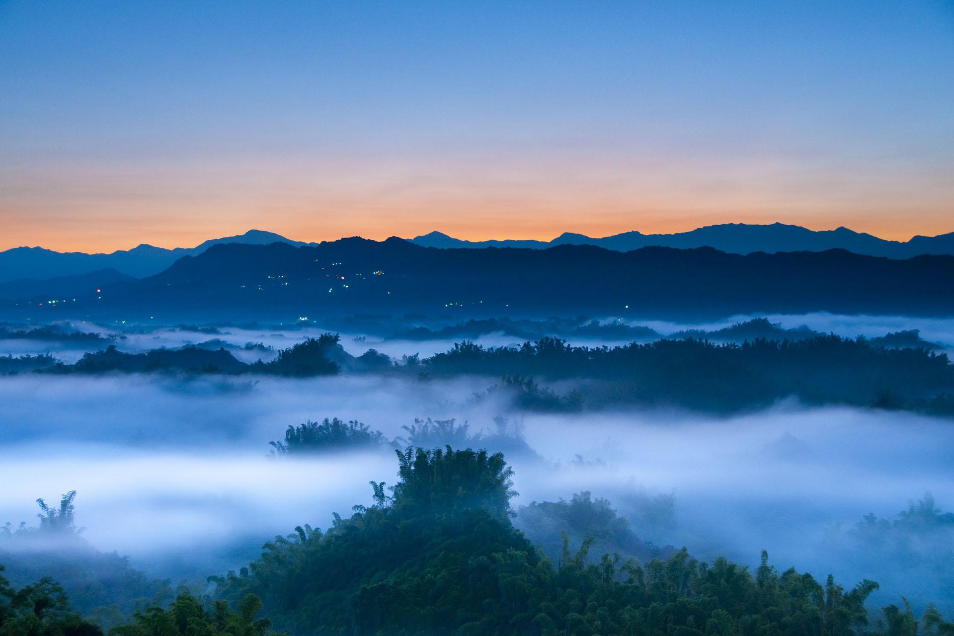 中央山脈の日の出の風景 台湾の風景