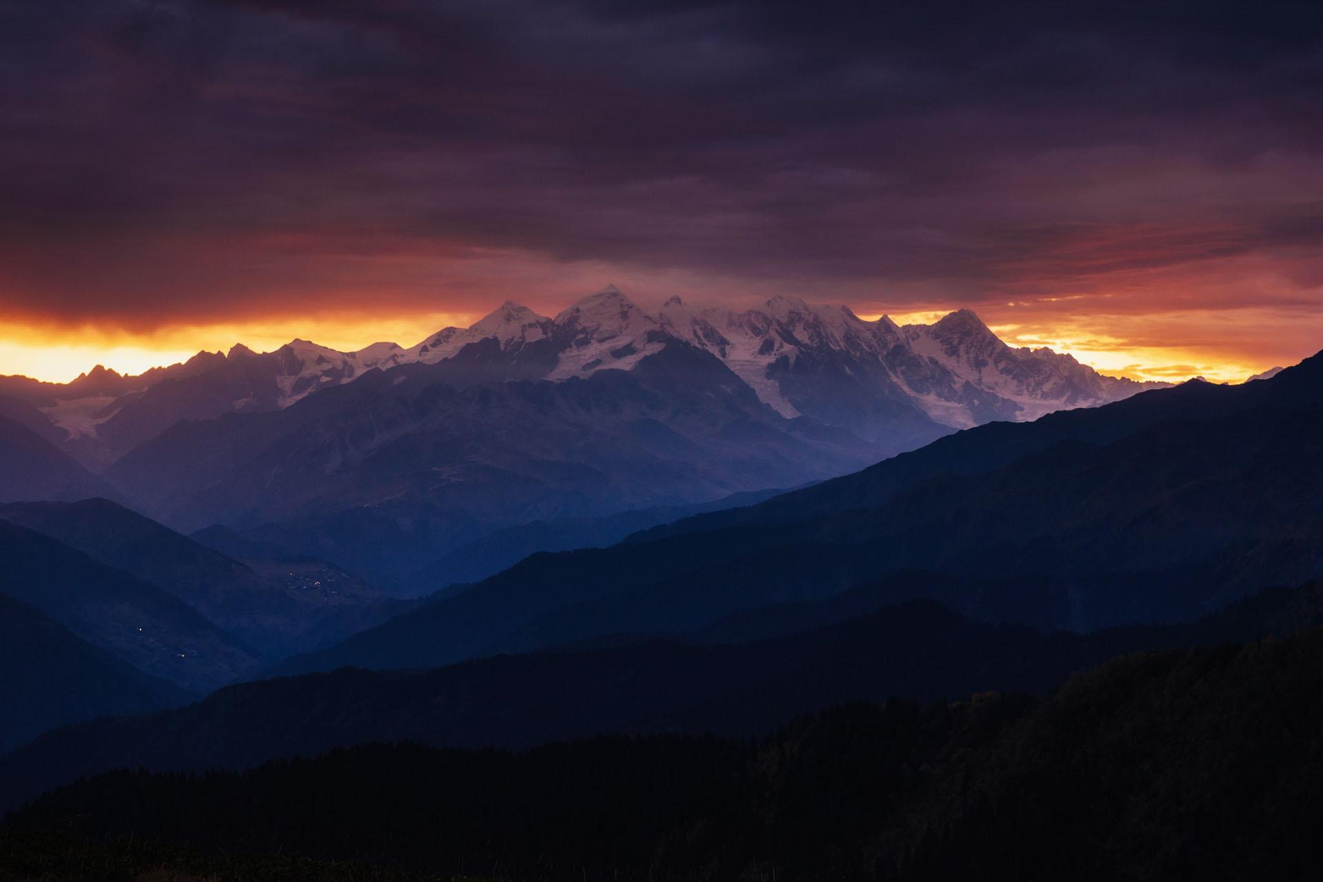 山のある風景 ジョージアの風景