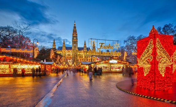 ウィーンの伝統的なクリスマスマーケット オーストリアの風景