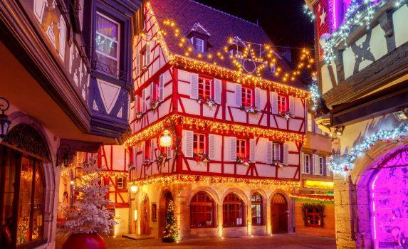 クリスマスのコルマールの風景 フランス アルザス地方の風景