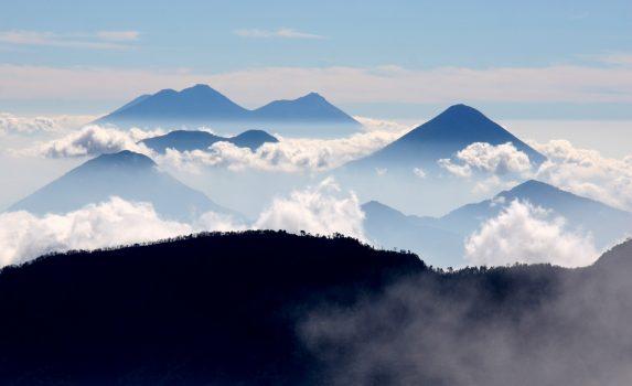 火山のある風景 グアテマラの風景