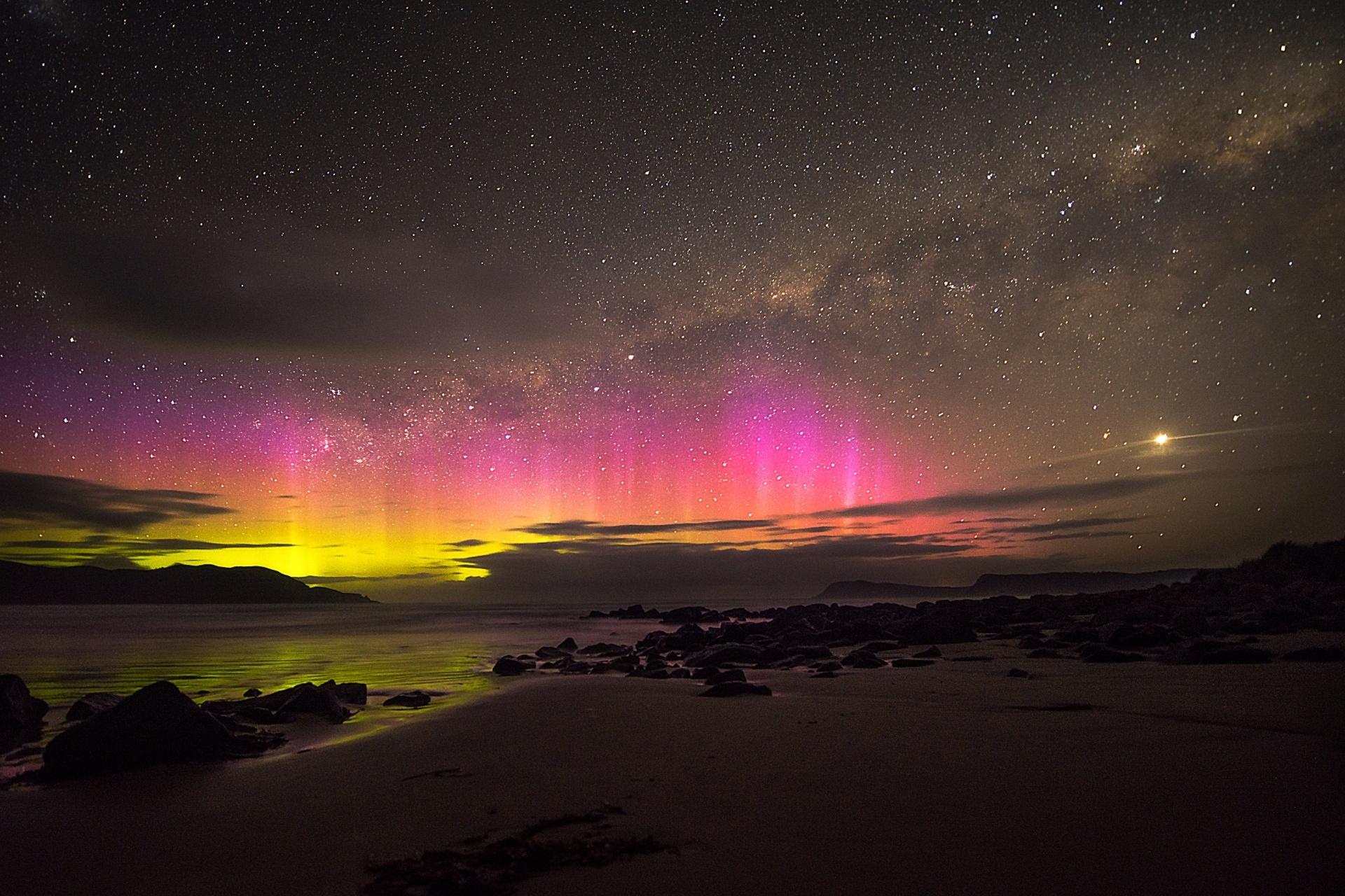 オーロラの風景 タスマニア クラウディー湾 オーストラリアの風景