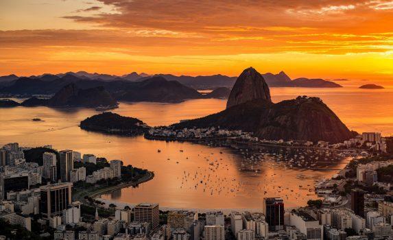 シュガーローフ・マウンテンとリオデジャネイロの美しい日の出の風景 ブラジルの風景
