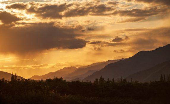 日没前のレーの風景 インドの風景