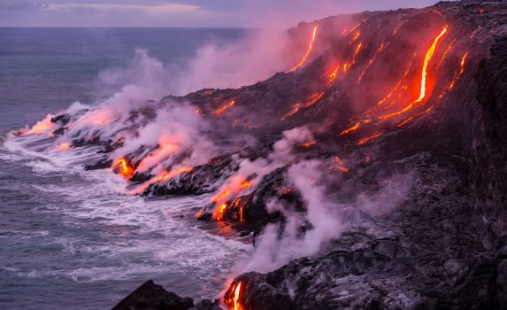 海に流れ込む溶岩 ハワイの風景 アメリカの風景