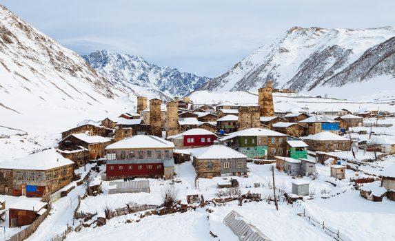 冬のジョージア スヴァネティ ウシュグリ村の風景